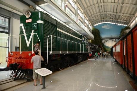 Musee-du-Chemin-de-Fer-du-Yunnan-Hall-Locomotives-01-140518s
